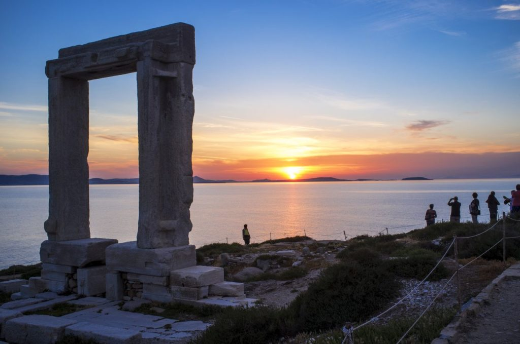 Naxos- Tempeltor Portara bei Sonnenuntergang