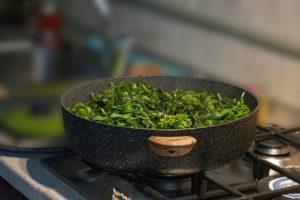 Brokkoli in der Pfanne
