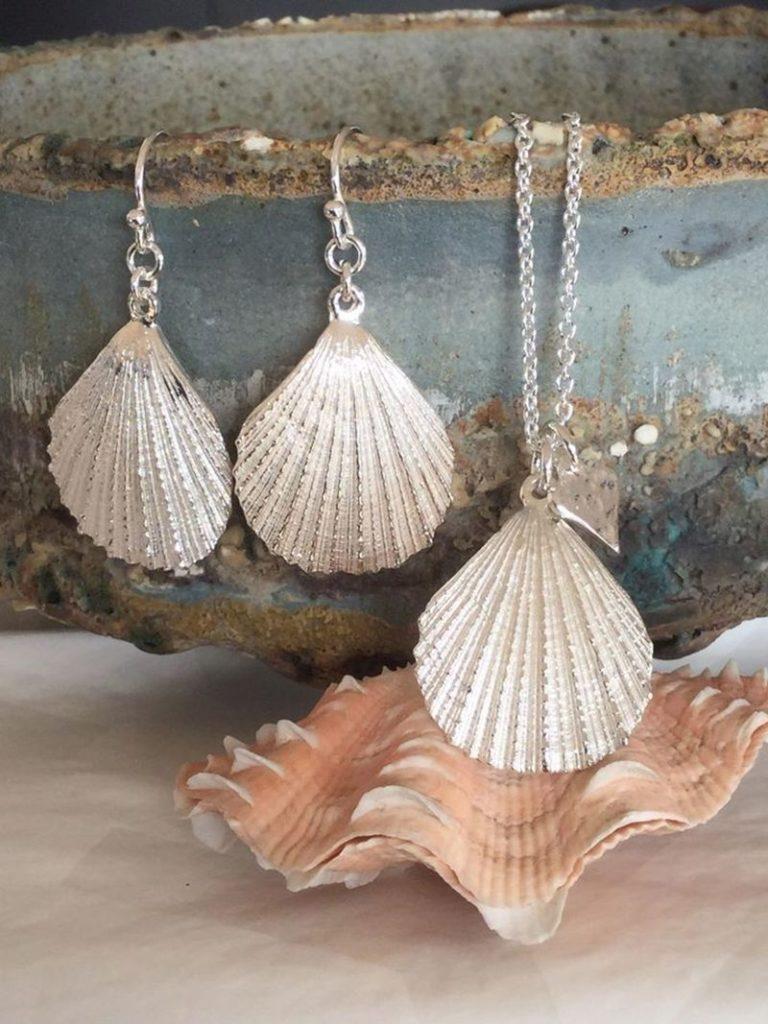 Handgefertigter Silber-Schmuck in Muschelform